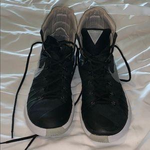 c5b9549c44f Women s Nike Hyperdunk Basketball Shoes on Poshmark